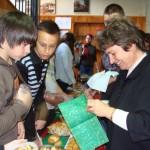 Коледен благотворителен базар за сираците от НЕГ, декември 2009