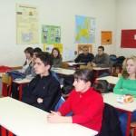 Feb18_2010 доцент Ружа Маринска от НБУ представя програмите пред ученици