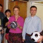 Бивш ученик Иван Иванов подарява топки на 91. НЕГ 2009