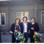 2000 Випуск 2000, г-жа Маврова, г-жа Маркова и г-жа Цачева на изпращането на випуска на 26 май