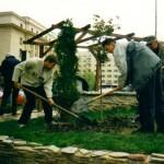 Випуск 2003, почистване на градската градина от 91. НЕГ през април 2002