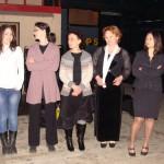 Участници в академичния хор зад кулисите преди концерта