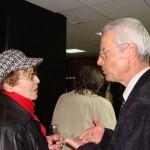 Г-н Ролф Кручина и възпитаничка от първия випуск през 1965